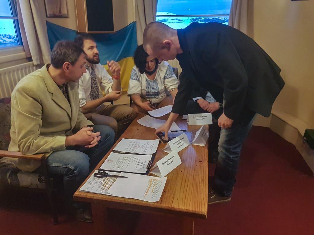На українській антарктичній станції «Академік Вернадський» уже завершено голосування на виборах президента / фото mon.gov.ua