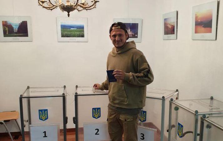 Роман Зозуля проголосовал в Испании / фото: Facebook / Роман Зозуля