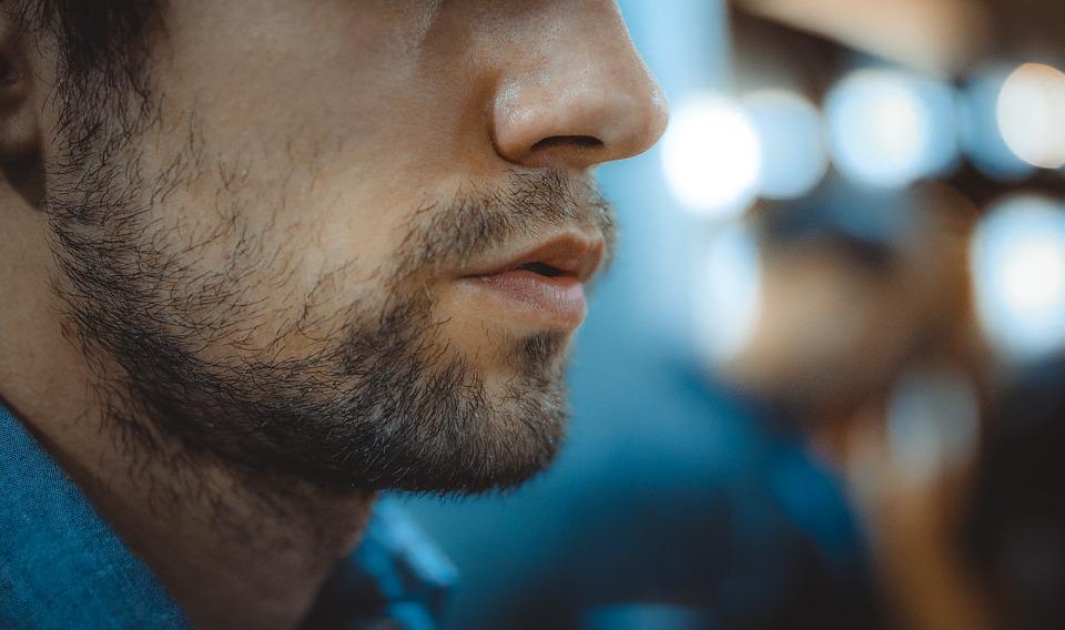 Мужчины с изогнутыми в ту или иную сторону носами рассматривалиськак наименее здоровые / фото pixabay.com