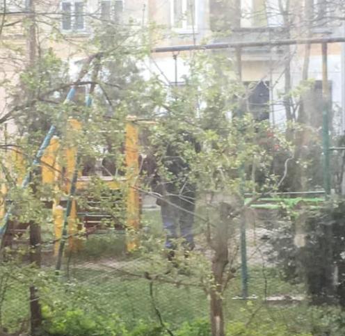 Тело обнаружили на детской площадке / фото portal.lviv.ua