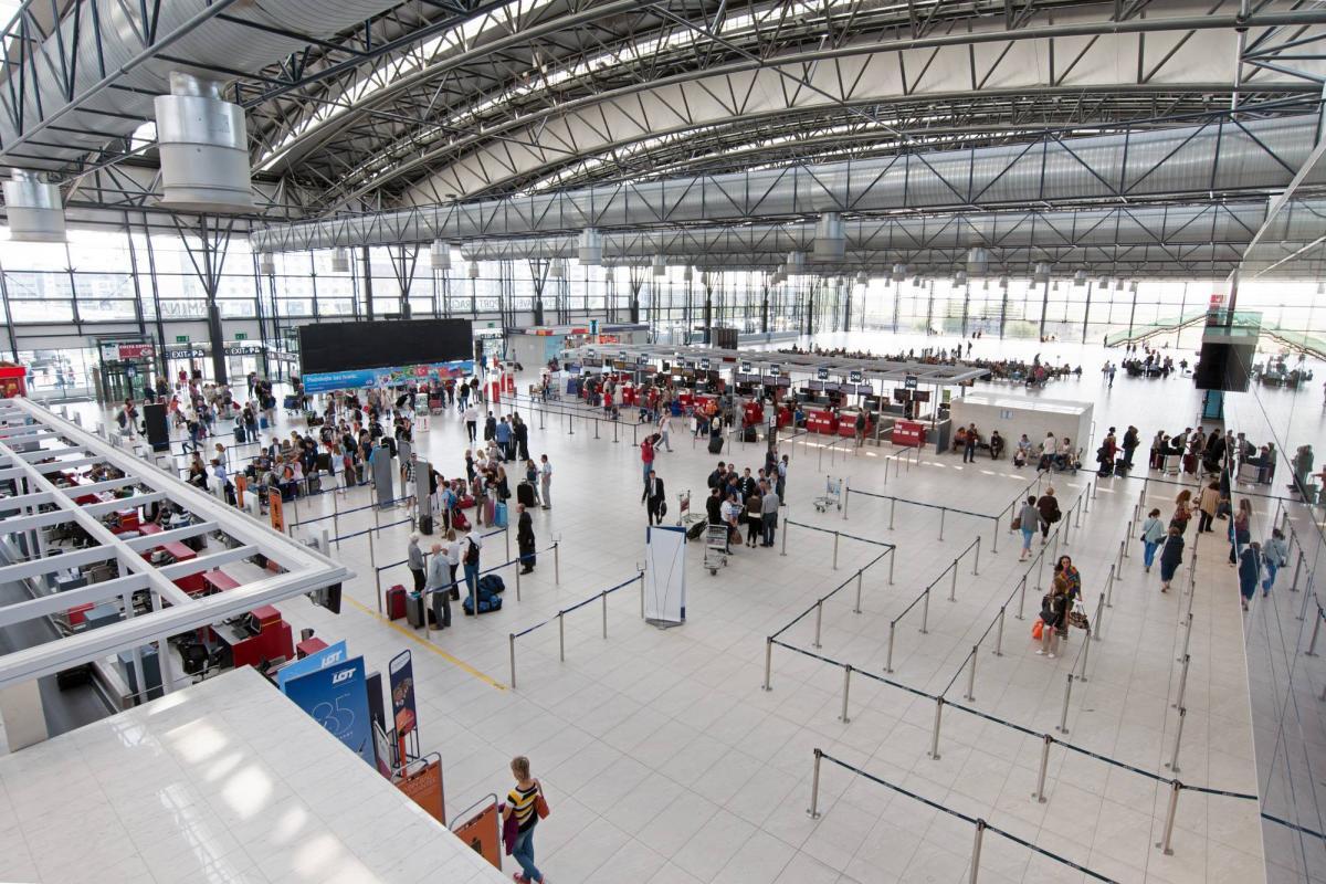 Щоб перейти у кращий клас безкоштовно – зробіть заздалегідь запит в авіакомпанію / MFA of Ukraine