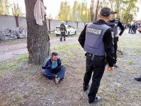 Він з дружком не пропускав пожежників і поліцейських \ фейсбук Любов Бурлакова