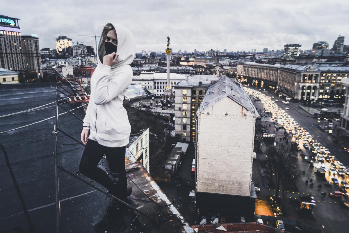 Девушка-руфер Crowley покорила не одну киевскую высотку / Фото Crowley