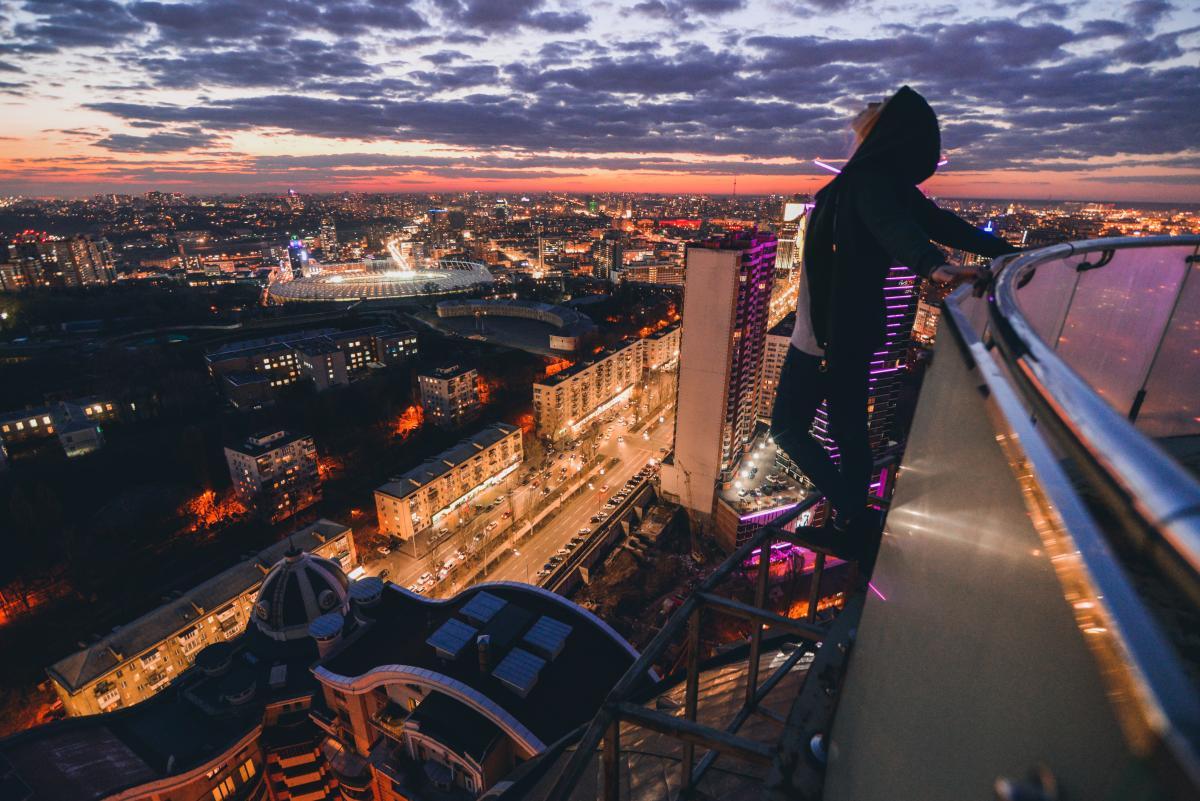 Руферы покоряют высоту ради живописных закатов и рассветов / Фото Crowley