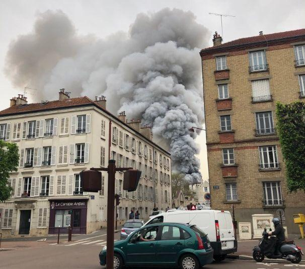 Полиция уже оцепила периметр/ фото: twitter.com/florent_troubat