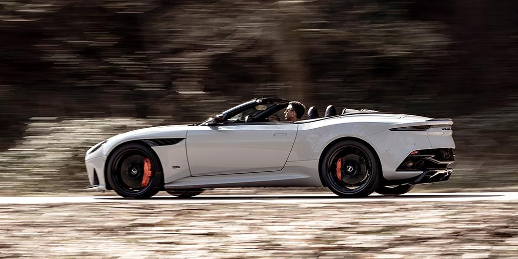 Длина двухдверного кабриолета Volante составляет 4715 мм / фото Aston Martin