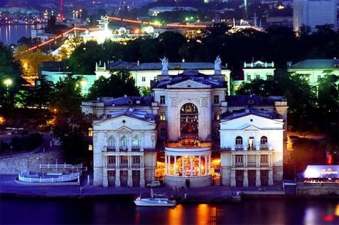 """Житель Севастополя рассказал о том, что ночная жизнь в городе """"умирает"""" / фото lipa-fv.ru"""