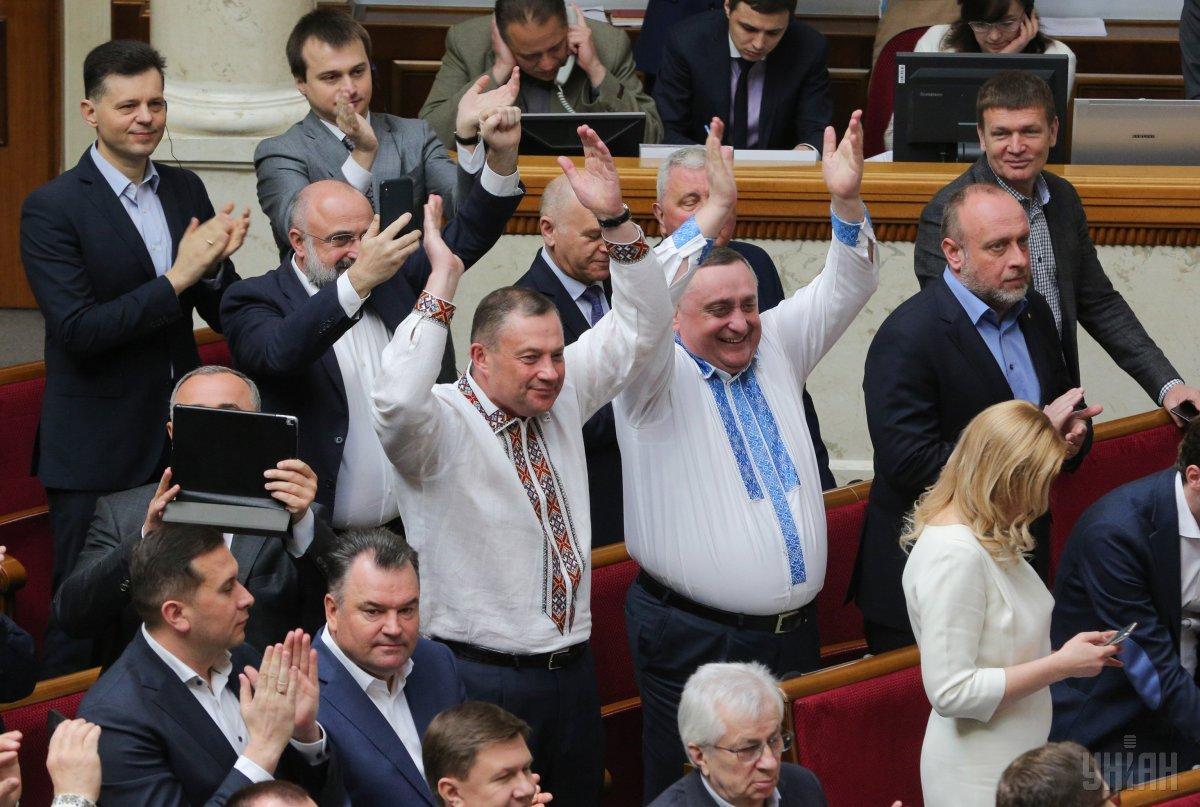 Большинство депутатов радовались принятию закона о языках / Фото УНИАН