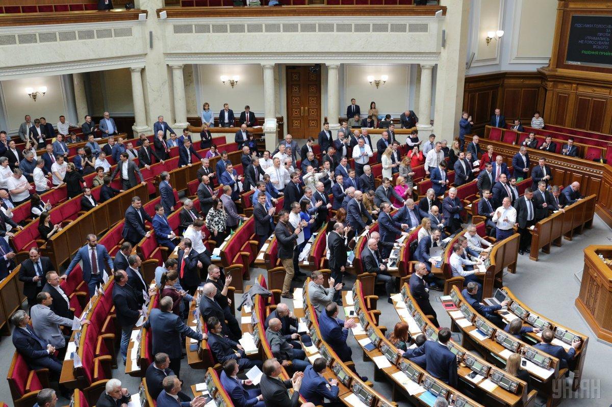 Наконец в сессионный зал парламента пришли много депутатов / Фото УНИАН