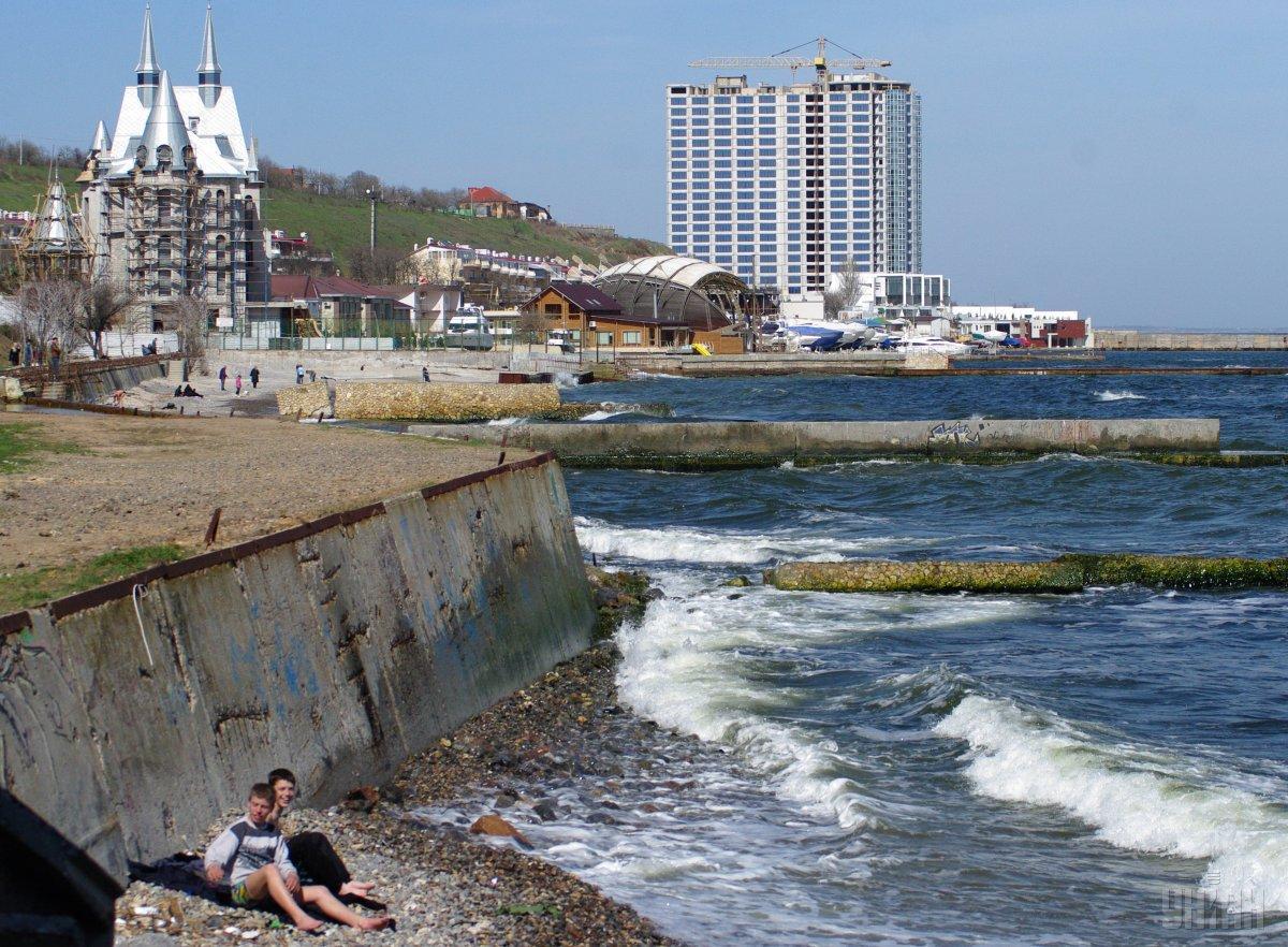 Отдых на море в Украине - часто суров и беспощаден / фото УНИАН