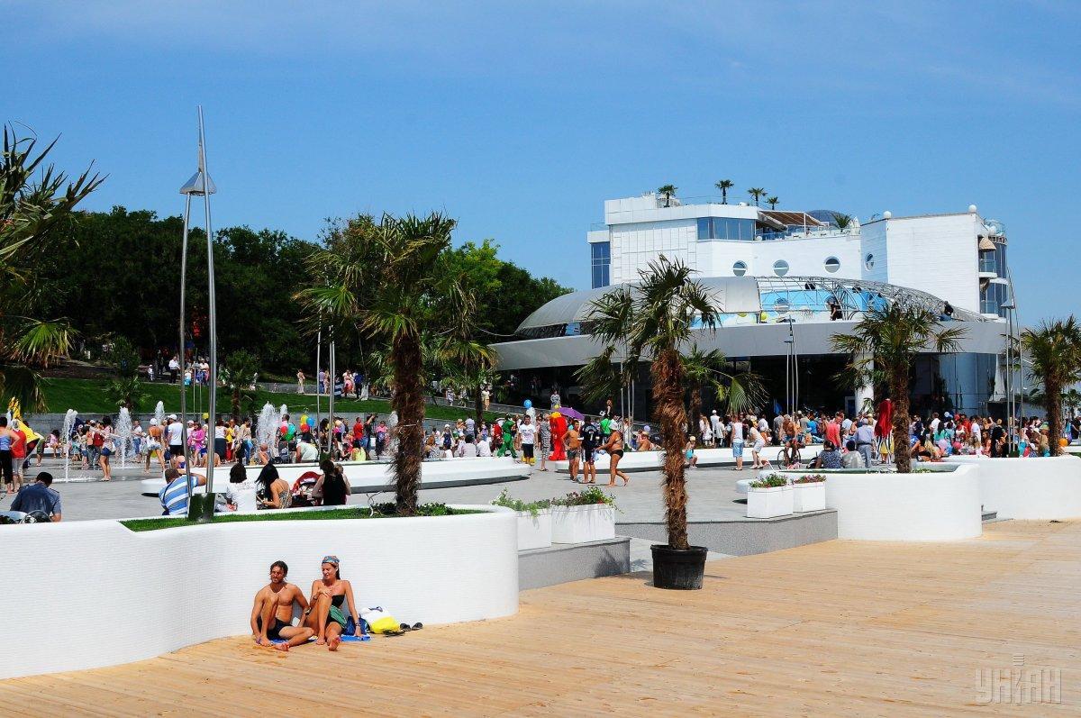 Пляж Ланжерон под запретные рекомендации врачей не попал/ фото УНИАН