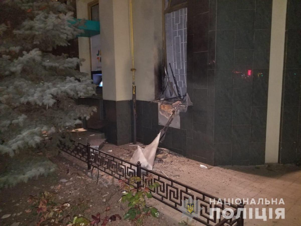 """Возле отделения банка """"Пивденный"""" в Одессе прогремел взрыв / фото od.npu.gov.ua"""