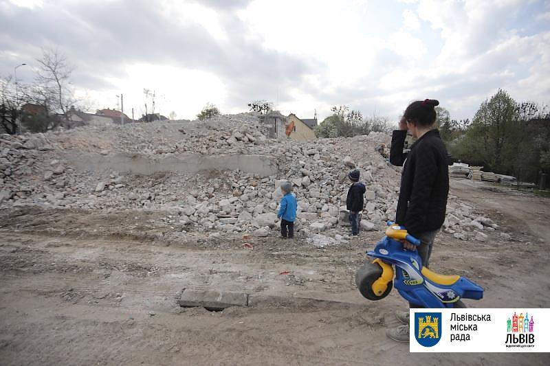Во Львове впервые полностью демонтировали построенную с нарушениями многоэтажку / city-adm.lviv.ua