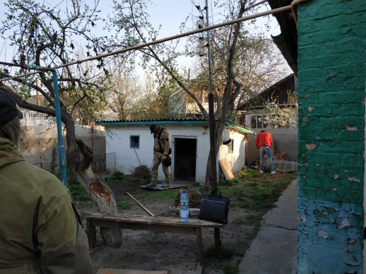 За місцем проживання фігурантів вилученопатрони та наркотики/фото: прес-служба прокуратури
