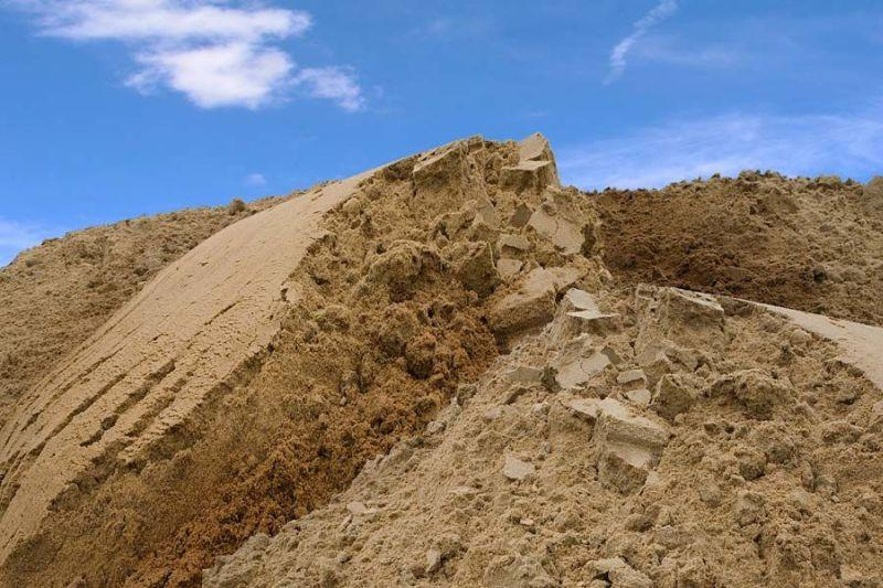 На Львовщине 7-летний мальчик погиб под обвалом песка возле собственного двора / фото betonkompleks.com.ua