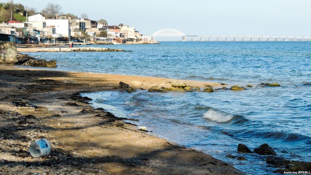 Один из старейших пляжей Керчи разрушен / фото ru.krymr.com