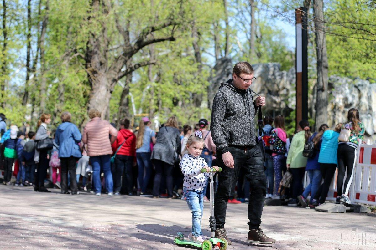 Кияни почали активніше відвідувати зоопарк / Фото УНІАН