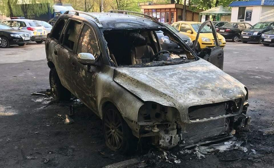 Автомобиль сгорел дотла / фото: пресс-служба полиции
