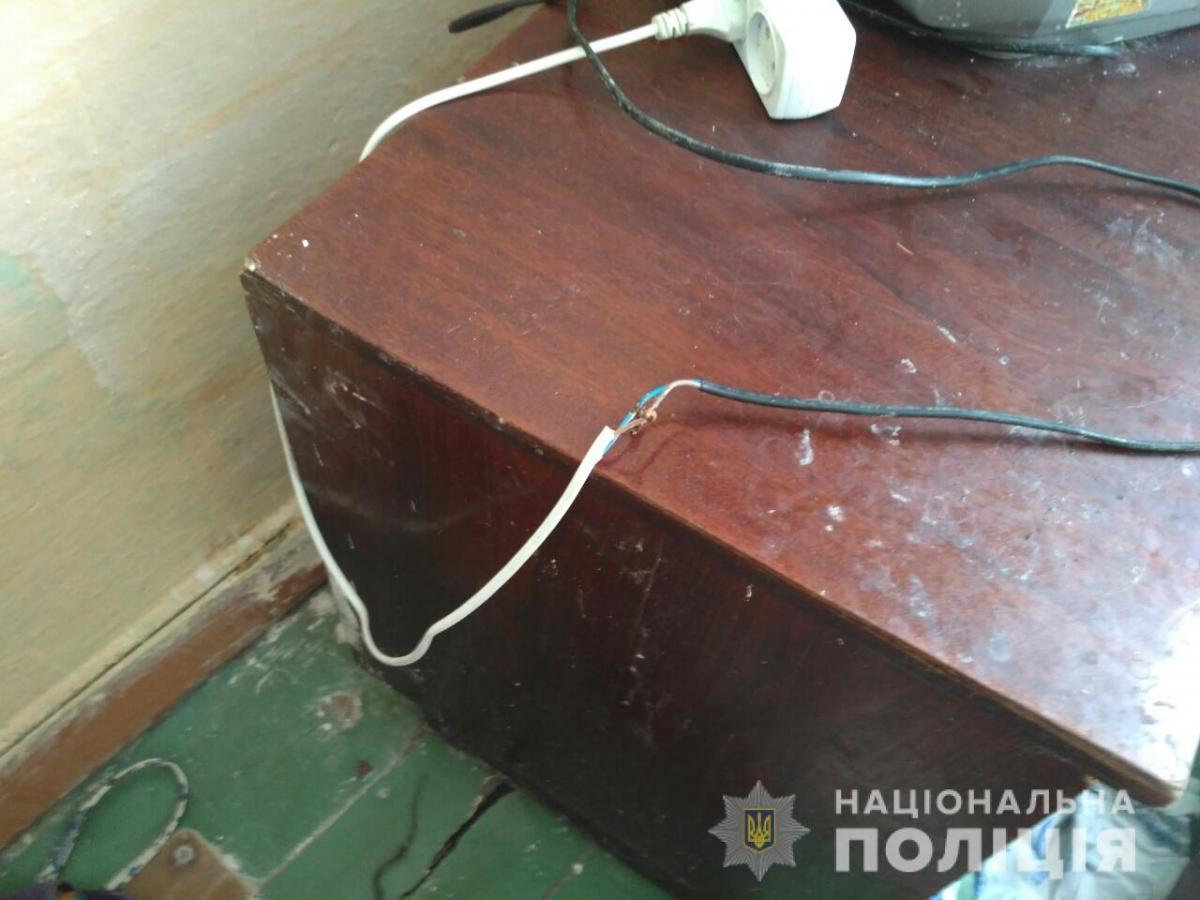 Малыш взял в рот неисправный электрический провод / фото od.npu.gov.ua