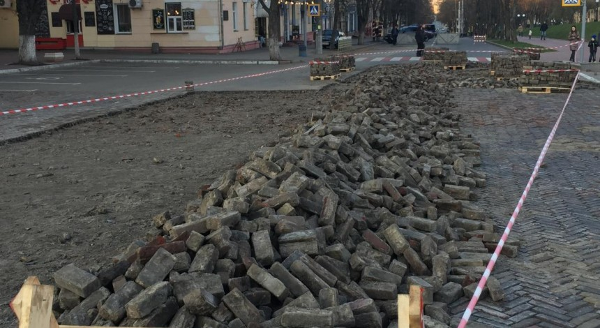 У Чернігові розпочалася реконструкція головної площі міста - громадськість заявляє про ризики (фото)