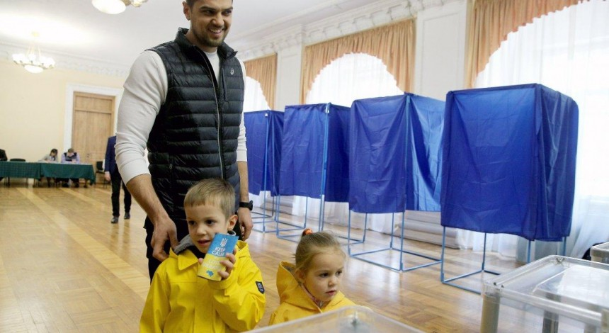 Ukraine's snap parliamentary elections: Poll stations opened in Ukraine