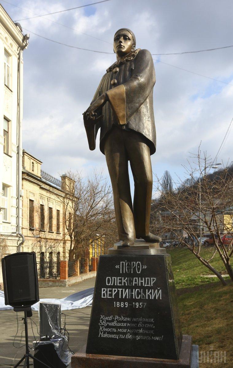 Памятник Александру Вертинскому на Андреевском спуске в Киеве / фото УНИАН