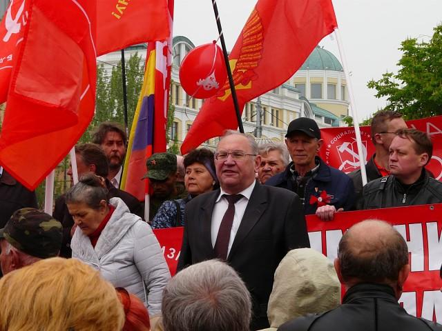 """В оккупированном Донецке сорвали первомайское выступление главы местных """"коммунистов"""" / фото - wpered.su"""