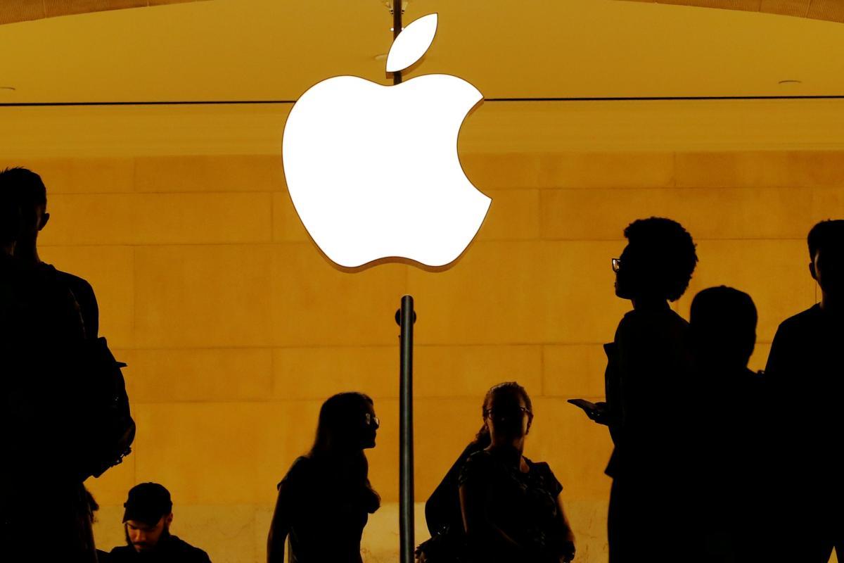 Apple требует запретить использование сторонних платежных систем в Fortnite / фото REUTERS