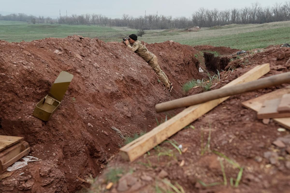 Боевики обстреляли Лебединское и Луганское / фото REUTERS