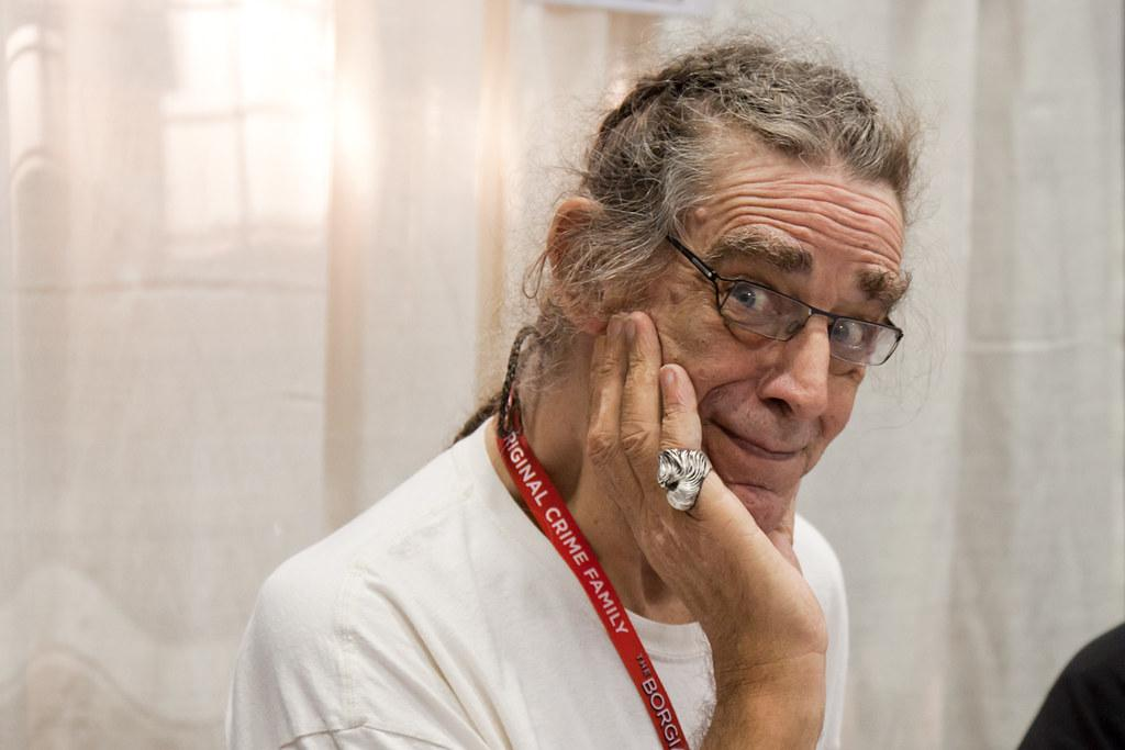 Питеру Мэйхью было 74 года