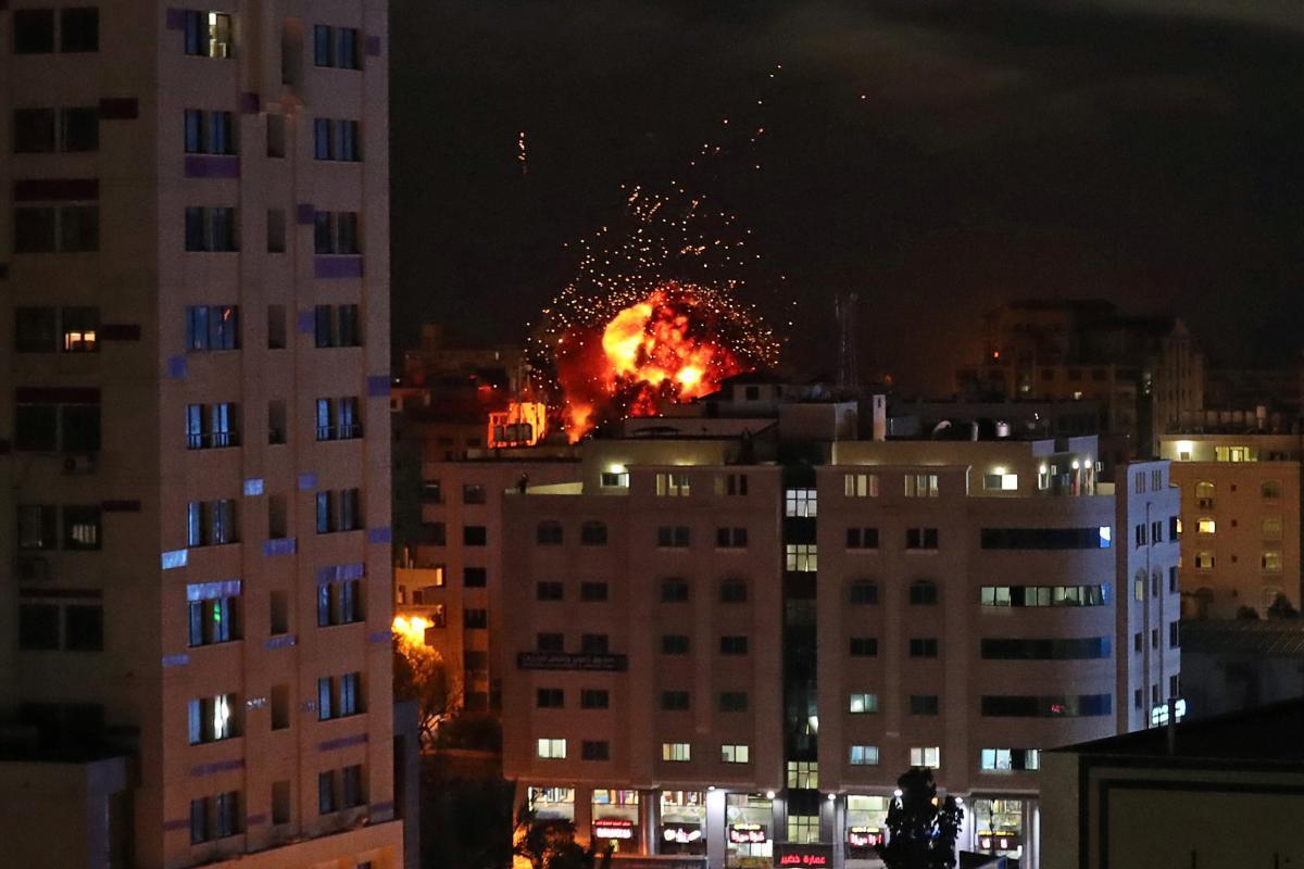 Израиль и Сектор Газа продолжают обмениваться обстрелами / Иллюстрация REUTERS