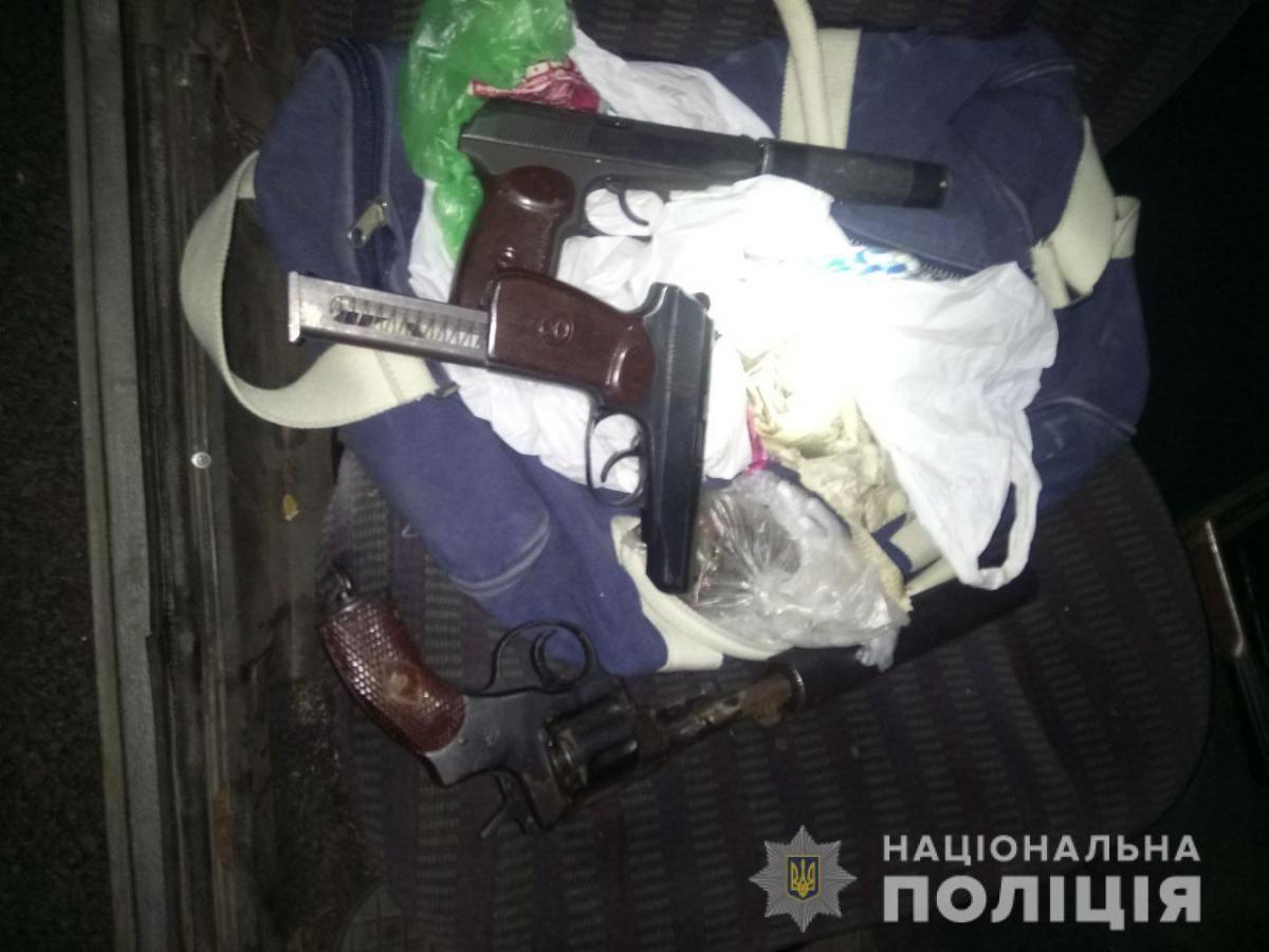 В Барышевке задержали двух вооруженных людей / kv.npu.gov.ua