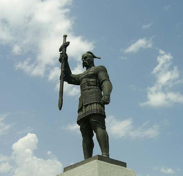 Новый памятник князю Святославу в Запорожье / Фото УНИАН