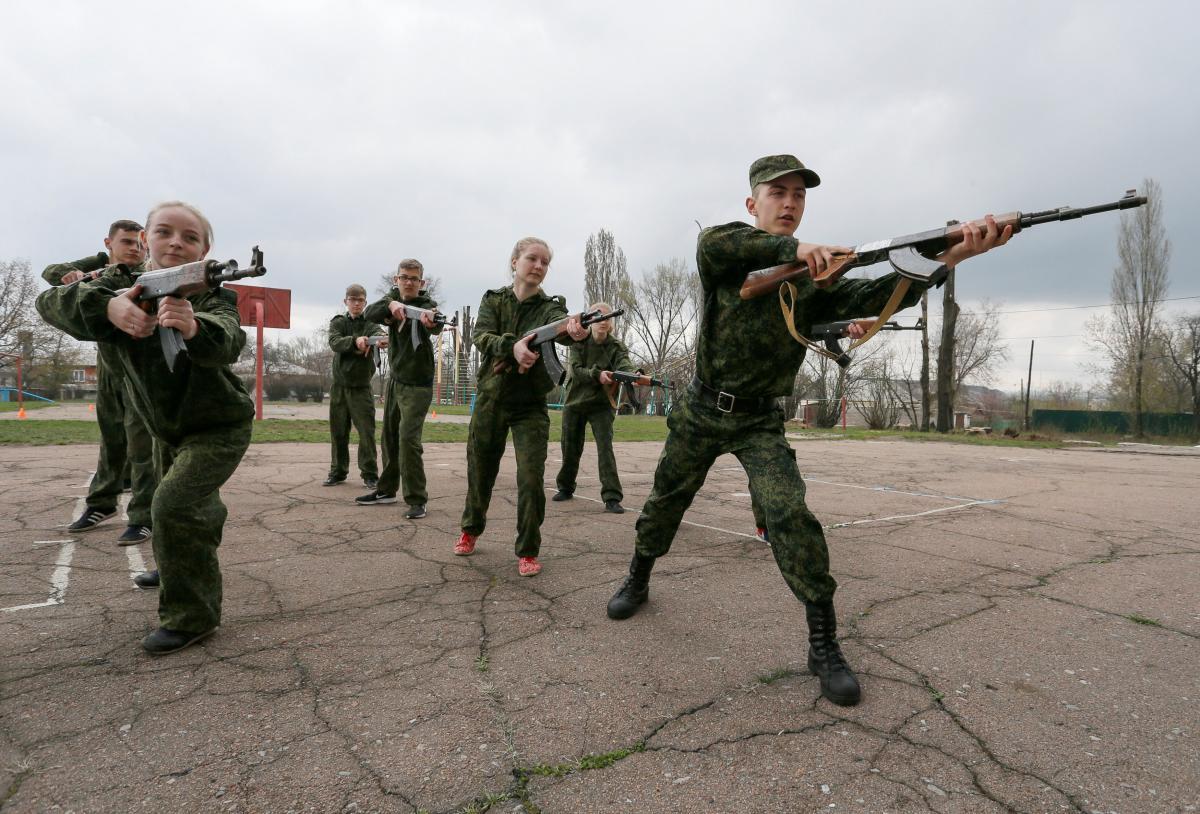 Детей используют как солдат / фото REUTERS