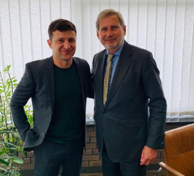 Хан пригласил Зеленского осуществить визит в Брюссель/ фото twitter.com/JHahnEU