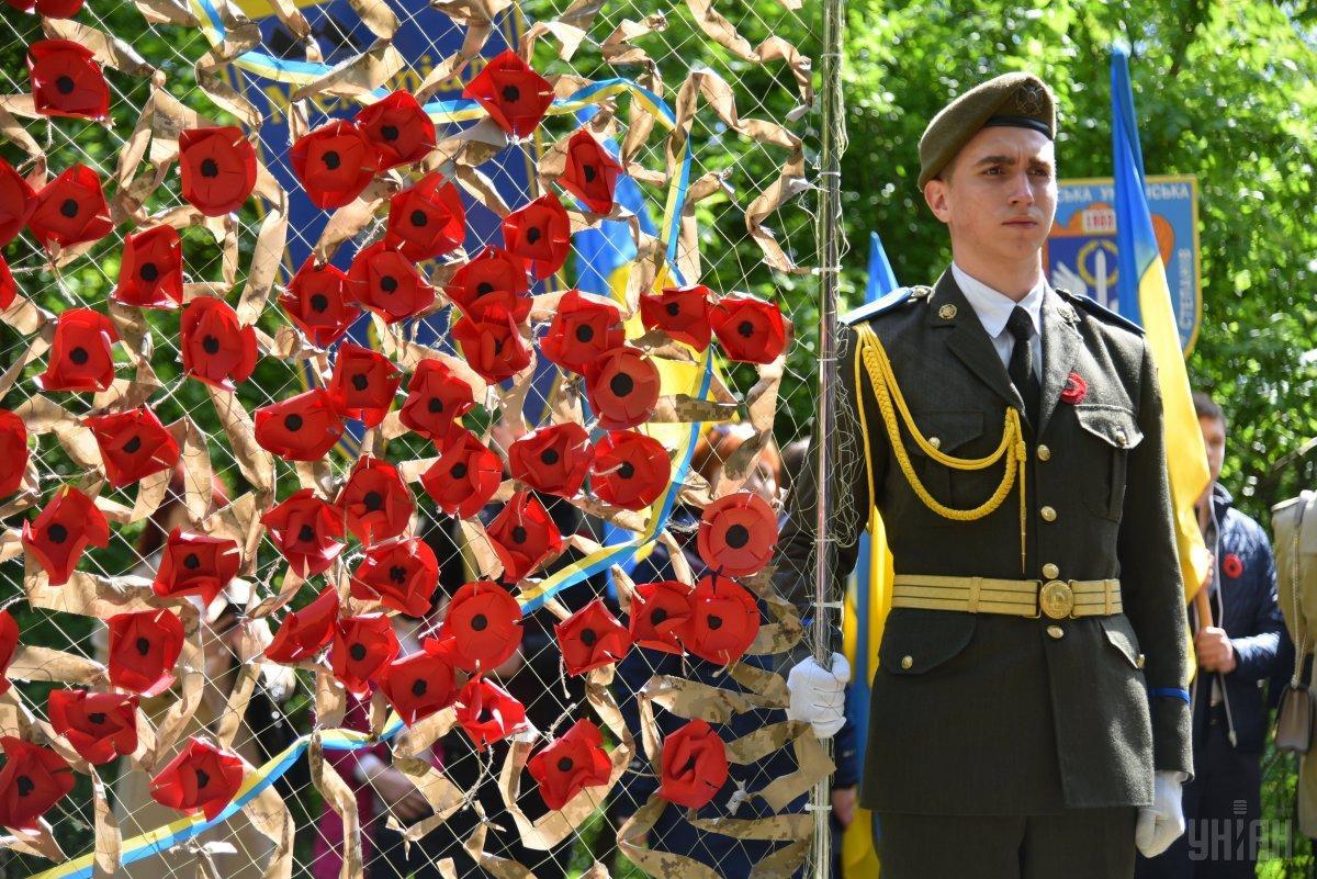 Ко дню памяти и примирения состоялись скорбные мероприятия / фото: УНИАН