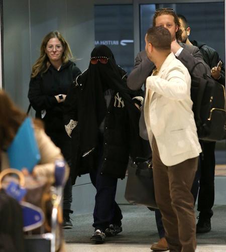 Мадонна в аэропорту / Фото: Hello