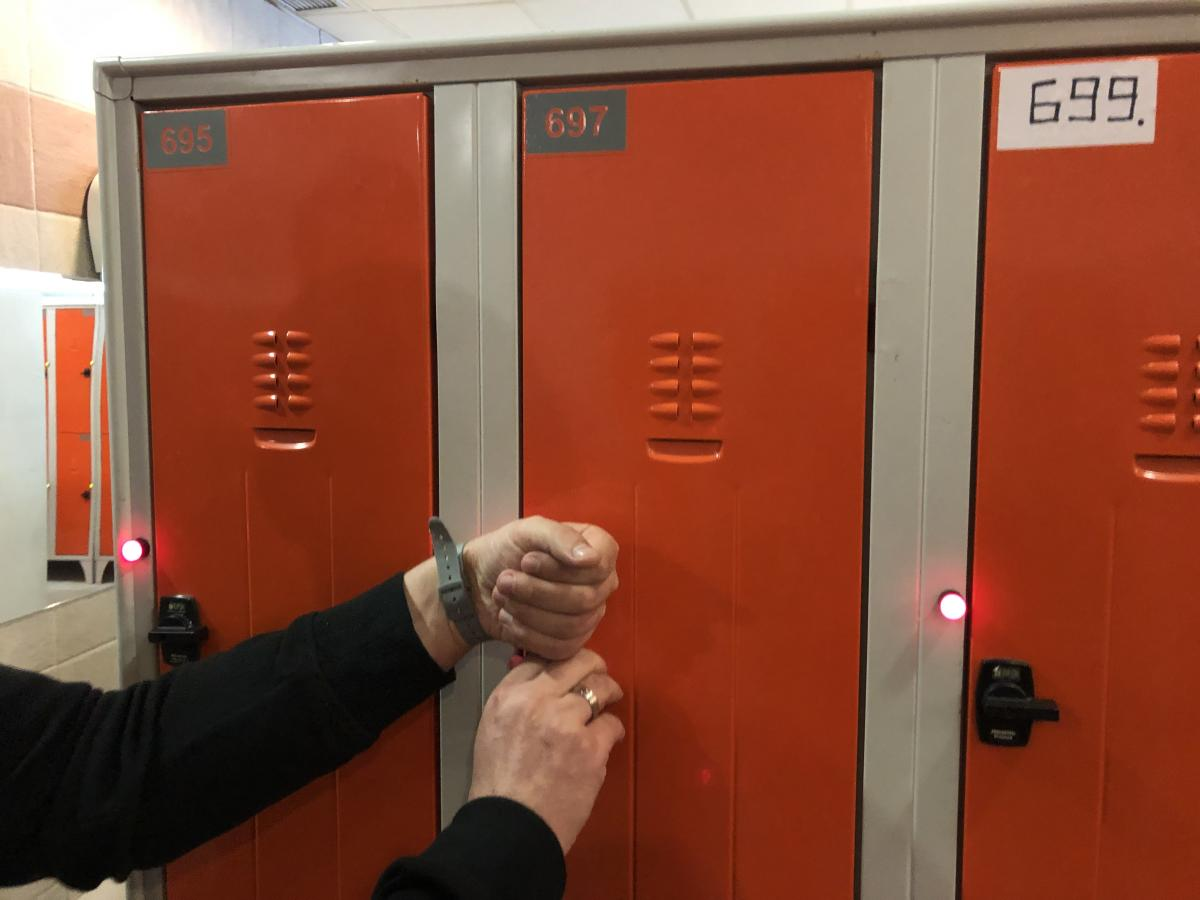 Вещи можно оставить в надежном шкафчике / Фото Вероника Кордон