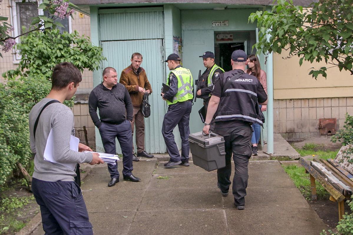 В Киеве в закрытой квартире нашли два тела и истощенную 2-летнюю девочку / фото Бернт ван Донген / Информатор