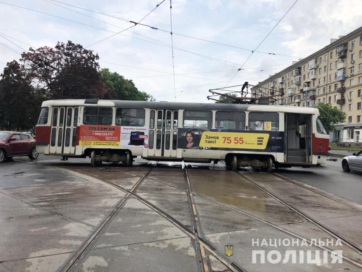 У Харкові трамвай зійшов з рейок / фото facebook.com/police.kharkov