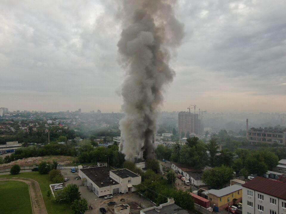 В Киеве на Васильковской вспыхнул мощный пожар / фото Информатор