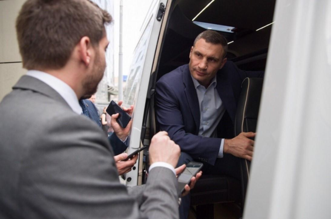 Мэр выразил надежду, что запуск сервиса Uber Shuttle станет сигналом для перевозчиков / фото kiev.klichko.org