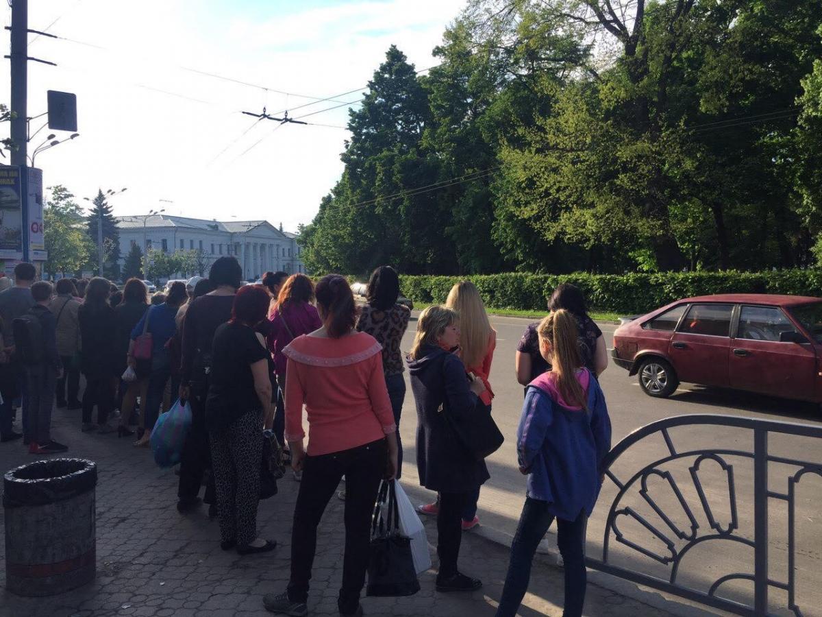 Більшість мешканців Полтави вимушена пересуватисяпішки / фото Олег Булашев