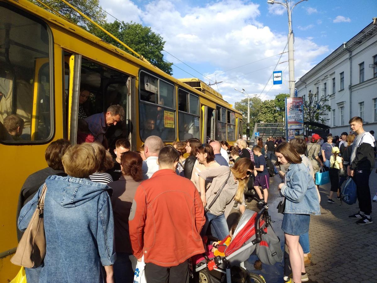 Зміна маршруту пов'язана із забороною руху на Хрещатику / фото Олег Булашов