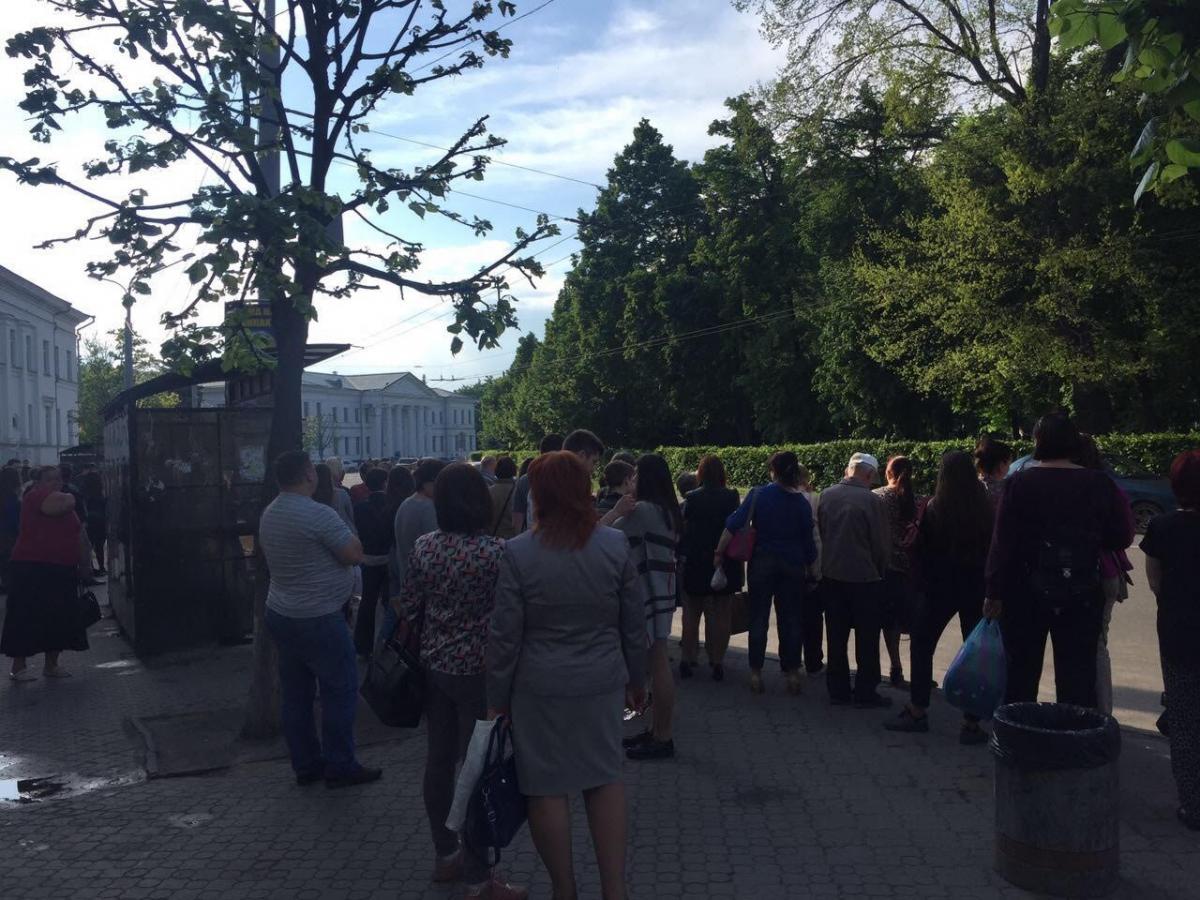 Заручниками ситуації з транспортомстали прості містяни / фото Олег Булашев
