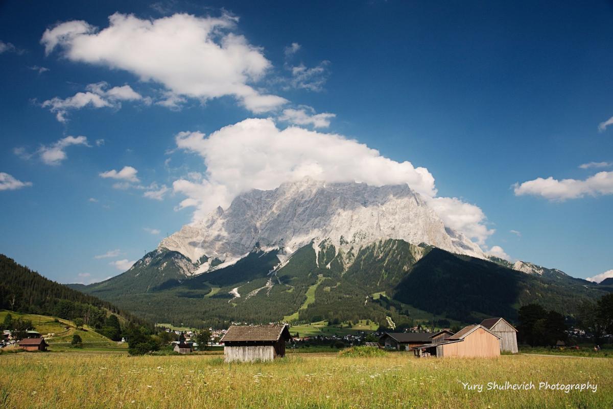 Вигляд на Цугшпітце з австрійської сторони / фото Yury Shulhevich
