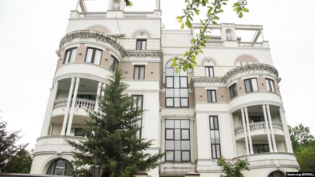 Квартира розташована в елітному житловому комплексі за однією адресою з Лівадійськимпалацом / фото ru.krymr.com