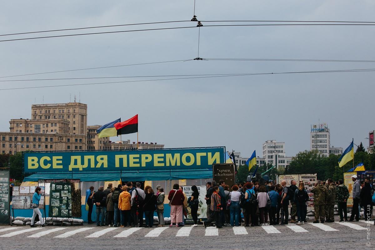 На этот раз причиной конфликта стало намерение городских властей добиться удаления волонтерской палатки с центральной площади города / фото mediaport.ua