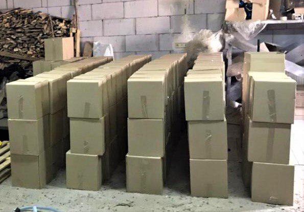 Изъято около 10 тысяч литров спирта и готовой продукции / фото прокуратуры Сумщины
