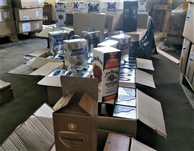 На Сумщине выявлено деятельность подпольного цеха по производству алкогольных напитков / фото прокуратуры Сумщины